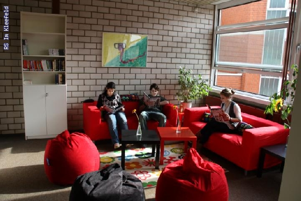 http://www.realschule-kleefeld.de/hp/pixlie/cache/vs_B%FCchereier%F6ffnung_IMG_4034.JPG